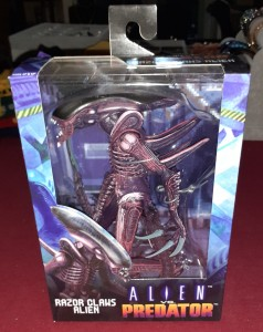 ALIEN RAZOR CLAWS figurka 23 cm ALIEN vs PREDATOR