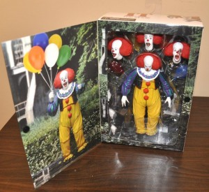 PENNYWISE 1990 ULTIMATE Figurka 18 cm horror IT